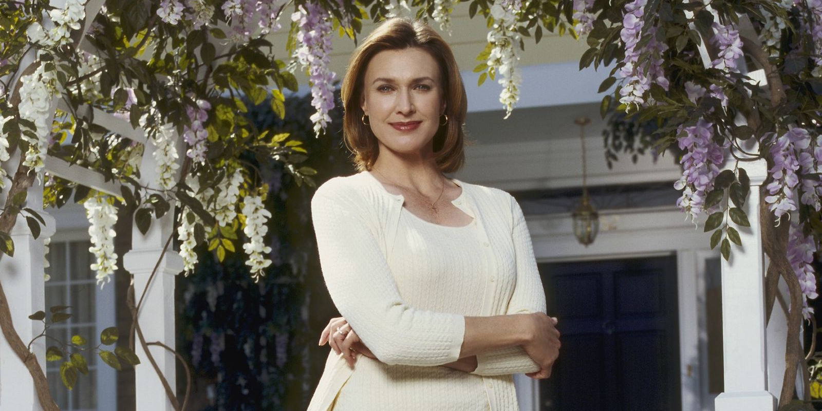 Desperate Housewives alum Brenda Strong joins Supergirl season 2
