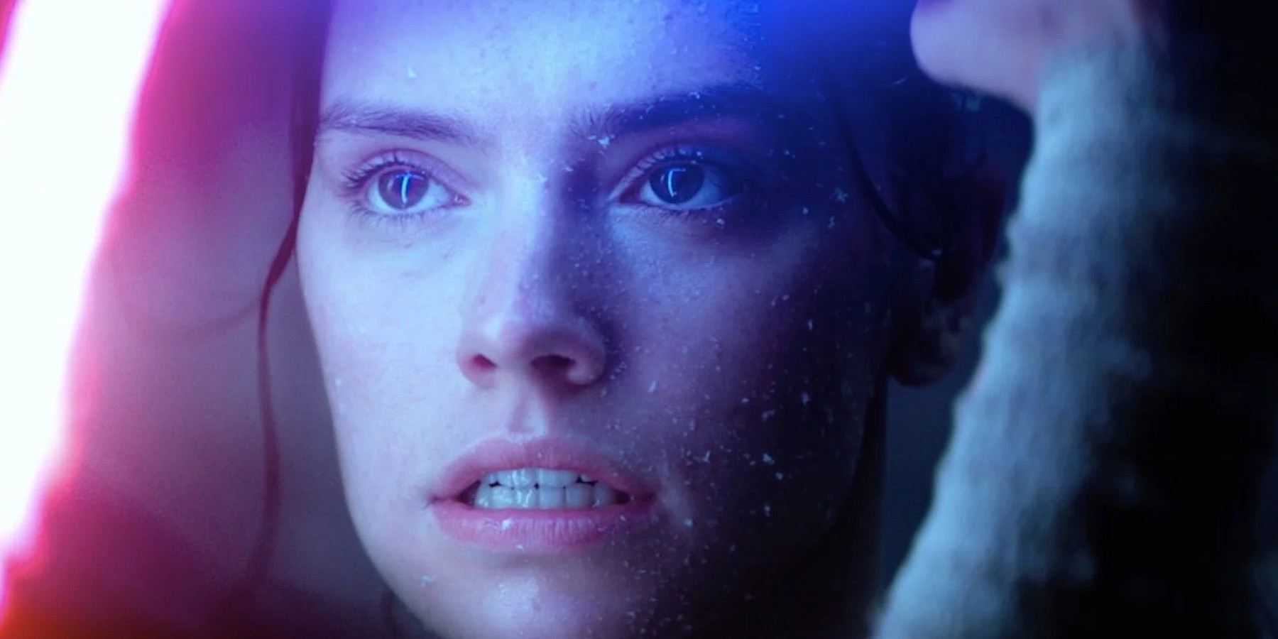 The Force Speaks to Rey During Her Duel With Kylo Ren in Star Wars The Force Awakens