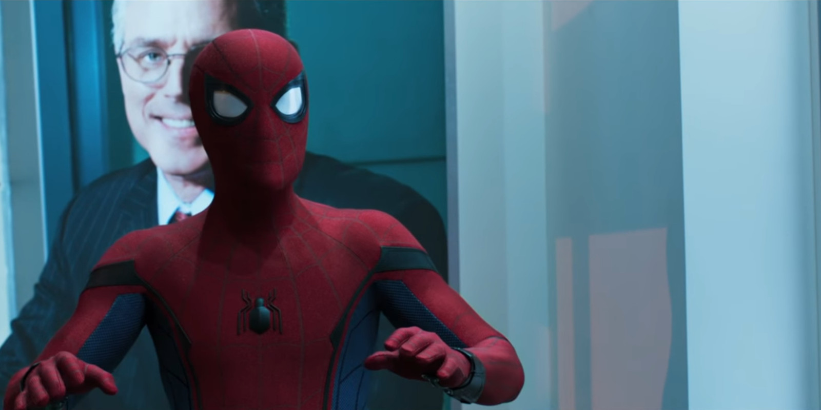 Spider-Man Homecoming - Spider-Man stops robbery