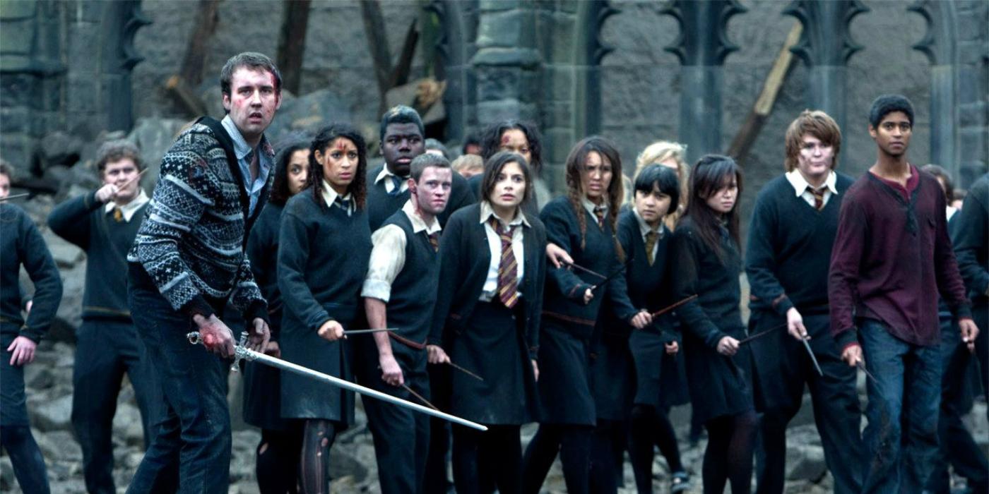 Студенты во время битвы при Хогвартсе