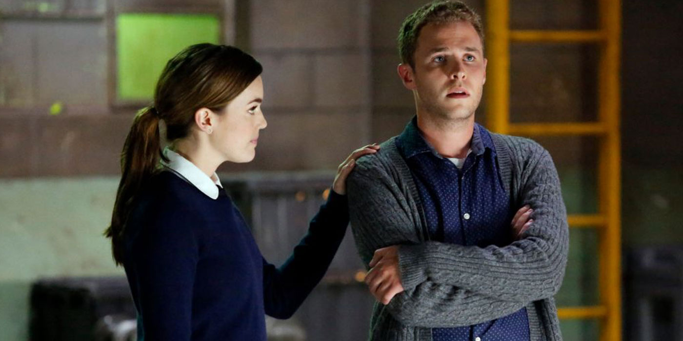 Elizabeth Henstridge as Jemma Simmons and Iain De Caestecker as Leo Fitz in Agents of Shield season 4