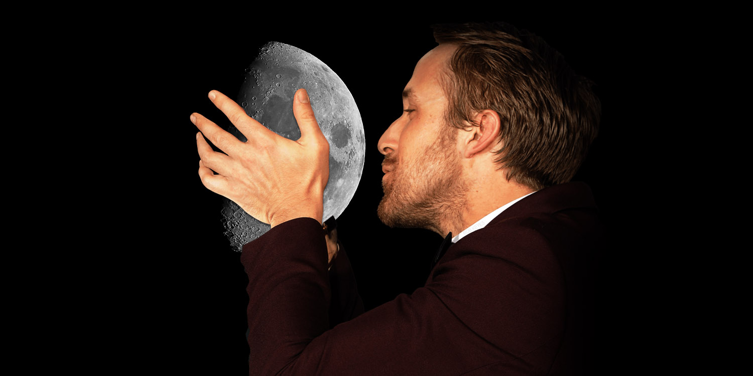 Ryan Gosling kissing the Moon