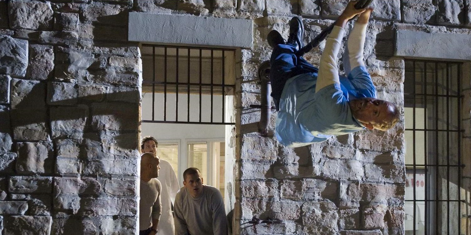 Prison Break, Michael, Abruzzi, Sucre, and Haywire escaping from Fox River prison in Go