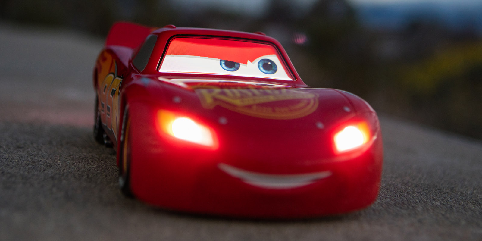 Cars  Driving Lightning Mcqueen