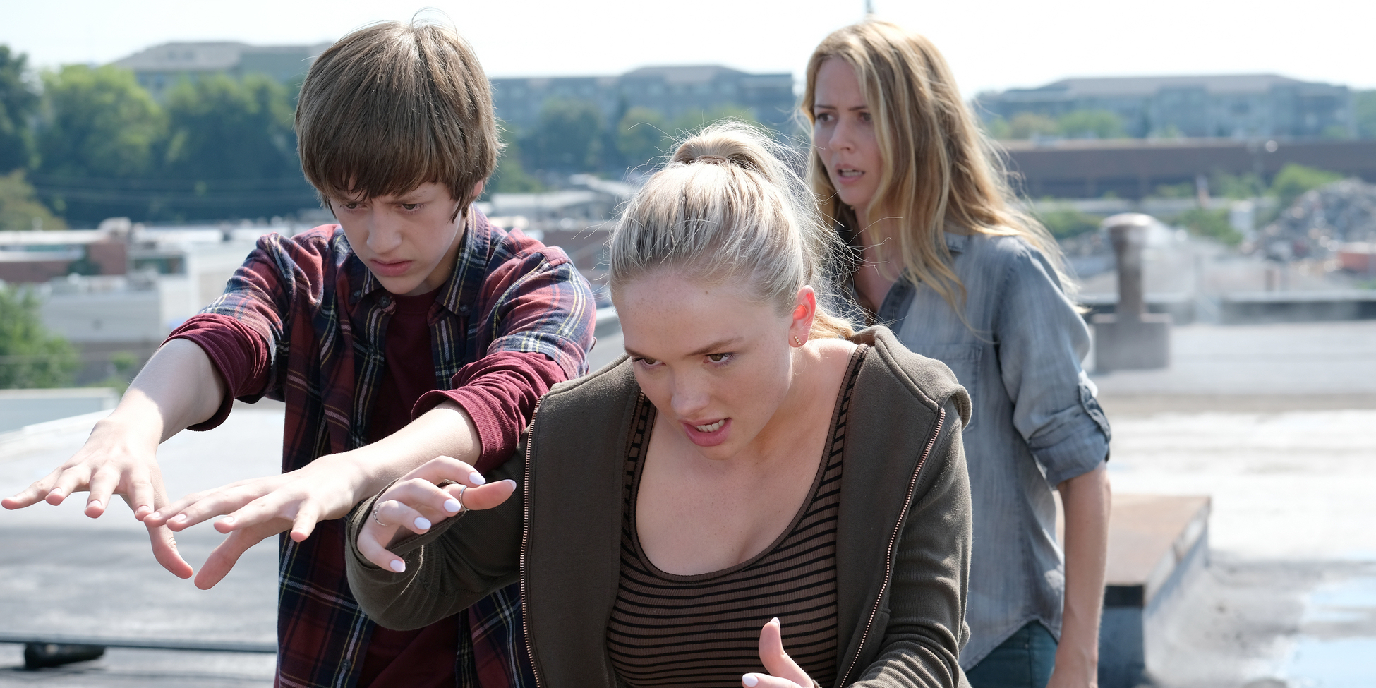 Percy Hynes White Amy Acker and Natalie Alyn Lind in The Gifted
