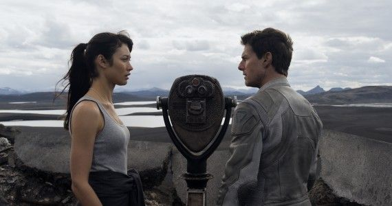2417 FPT 00378R 570x300 Tom Cruise and Olga Kurylenko in Oblivion