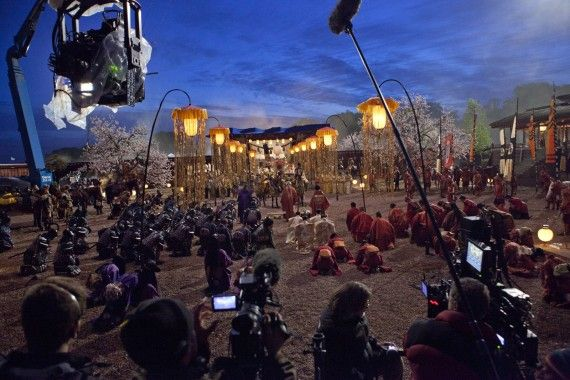 47 Ronin Official Set Visit Photo Film Crew 570x380 47 Ronin Set Interview: Director Carl Rinsch Talks History, 3D & 300
