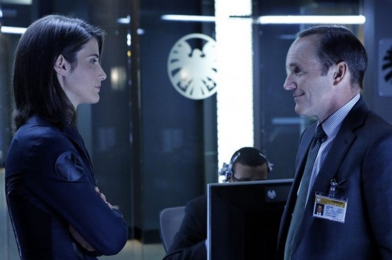 Agents of SHIELD pilot episode Maria Hill and Phil Coulson 570x379 Agents of SHIELD pilot episode   Maria Hill and Phil Coulson