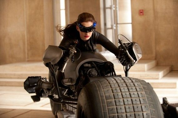 Anne Hathaway Catwoman Costume 570x379 Hathaway Talks Dark Knight Rises Costume; Catwoman Stunt Goes Wrong