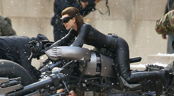 Anne Hathaway Catwoman Tim Burton Compares His Batman Movies to Nolans; Kevin Feige Praises The Dark Knight