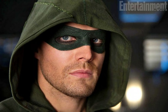 Arrow Oliver Queen wearing Green Arrow mask 570x380 Arrow   Oliver Queen wearing the Green Arrow mask