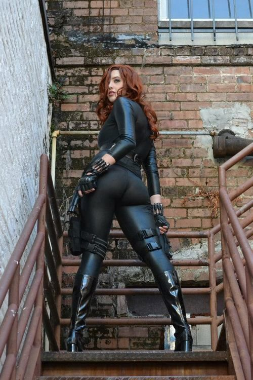 Black Widow Cosplay SR Geek Picks: Les Miserables In Emoticons, Prometheus Warning, Call of Duty Trolls & More