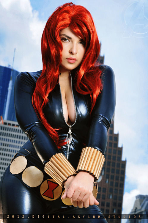Black Widow Cosplay1 SR Geek Picks: Anne Hathaway Rapping, Fake Geek Girl, How The Hobbit Should Have Ended & More!