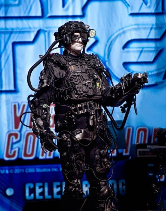 Build Your Own Borg Cosplay 570x725 SR Geek Picks: 66 Behind the Scenes Photos from The Empire Strikes Back
