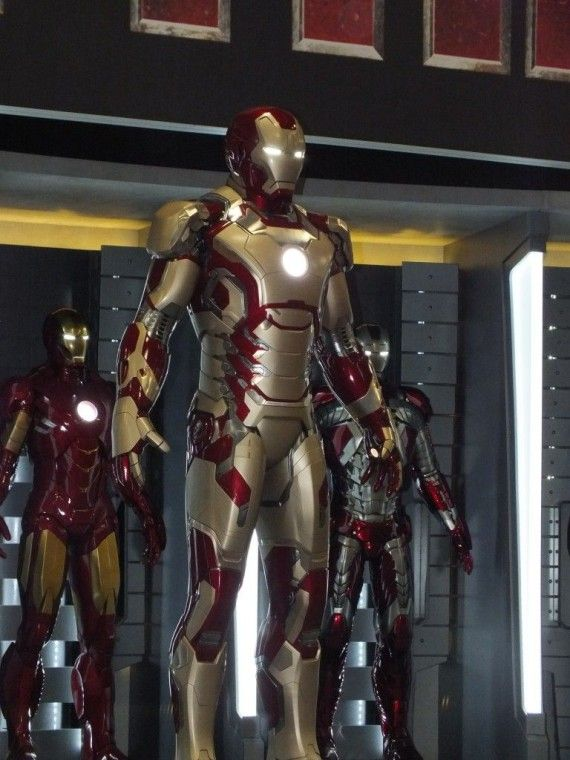DSCF3082 570x760 Iron Man 3 Armor   Comic Con 2012   #3