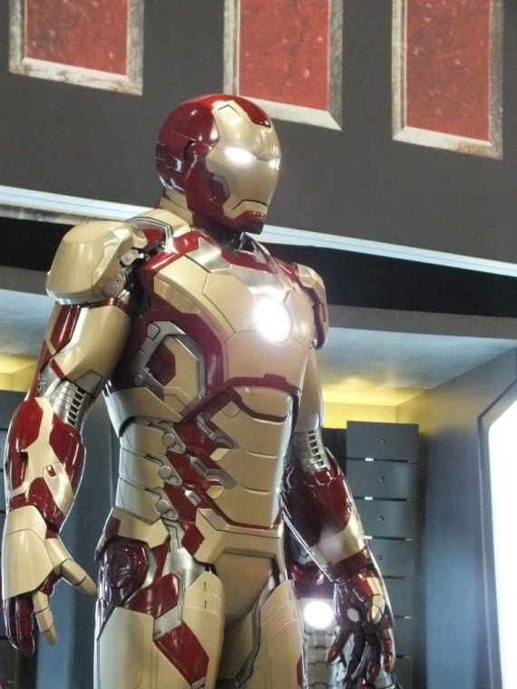 DSCF3096 570x760 Iron Man 3 Armor   Comic Con 2012   #16