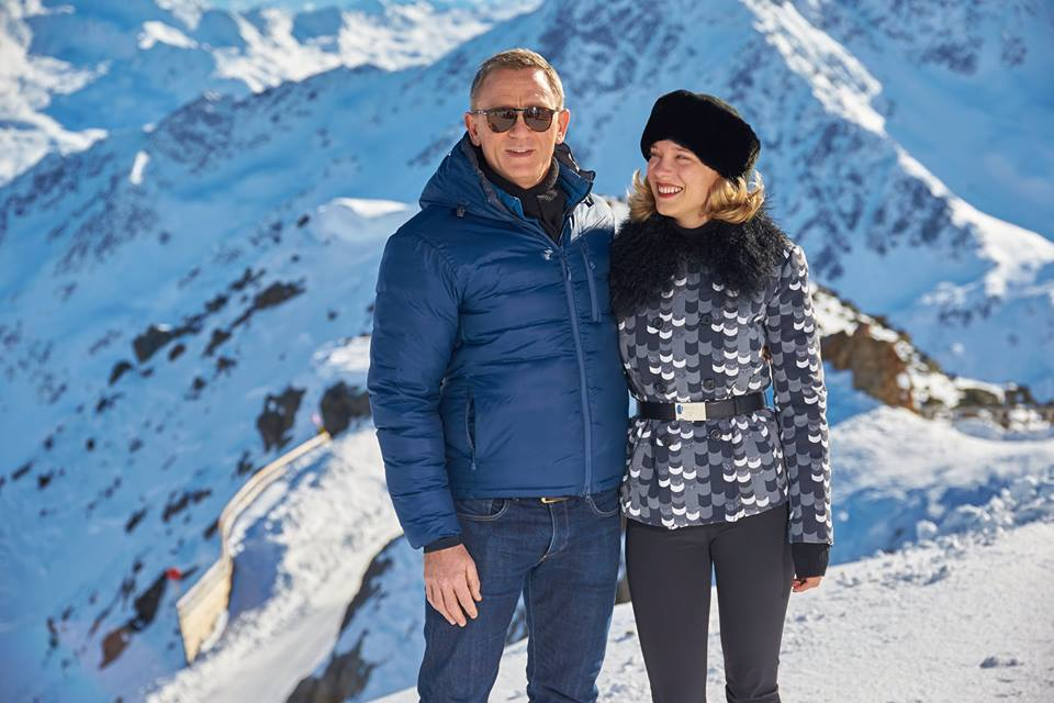 Spectre Cast Images It S Daniel Craig S Turn To Go Skiing