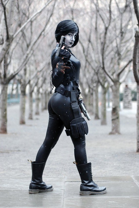 Domino Cosplay 570x851 SR Geek Picks: Comic Con Recap, Avengers 2 Fan Poster, Flash Trailer & More