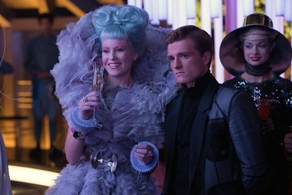 Effie Trinket Elizabeth Banks Peeta Hunger Games Catching Fire Official Still Photo 570x380 Catching Fire Interview: Elizabeth Banks Talks Hunger Games Franchise & New Director
