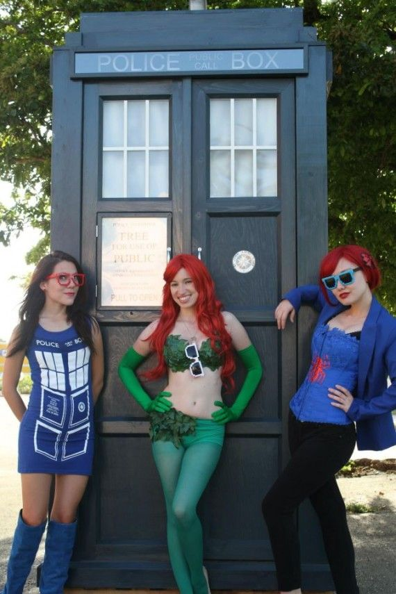 Geek Girls And A Tardis 570x855 Geek Girls And A Tardis