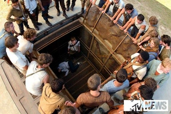 Gladers gather in The Maze Runner 570x380 Gladers gather in The Maze Runner