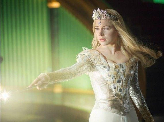 Glinda the Good Witch 570x427 Glinda the Good Witch (played by Michelle Williams)