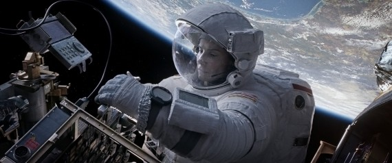 Gravity Still 5 570x238 Sandra Bullock in Gravity