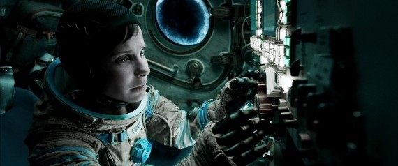 Gravity Still 6 570x238 Sandra Bullock in Gravity