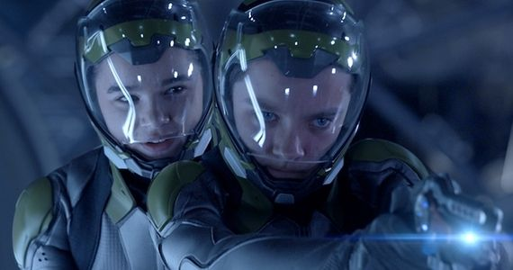 Hailee Steinfeld and Asa Butterfield in Enders Game 2013 Enders Game Review