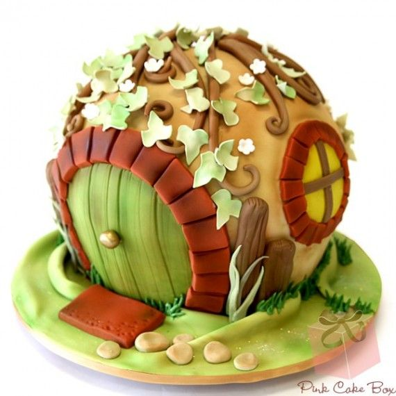 Hobbit Cake 570x570 SR Geek Picks: Arkham Origins Trailer, Gollum Sings Taylor Swift & More