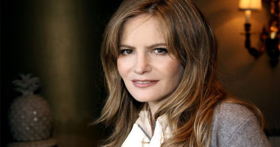 Jennifer Jason Leigh cast in Revenge Revenge Season 2 Casts Jennifer Jason Leigh as Emilys Mom