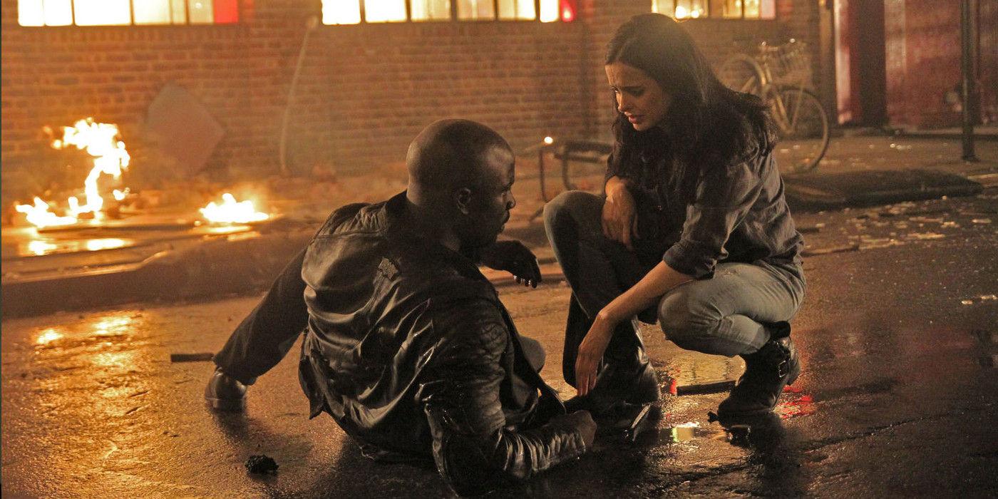 Jessica Jones (Krysten Ritter) vs Luke Cage (Mike Colter) Jessica Jones