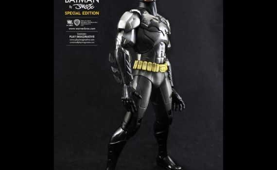 Jim Lee Batman vs. Superman Armor Costume 570x350 Batman vs. Superman Rumor: There Will Be Two Batman Costumes