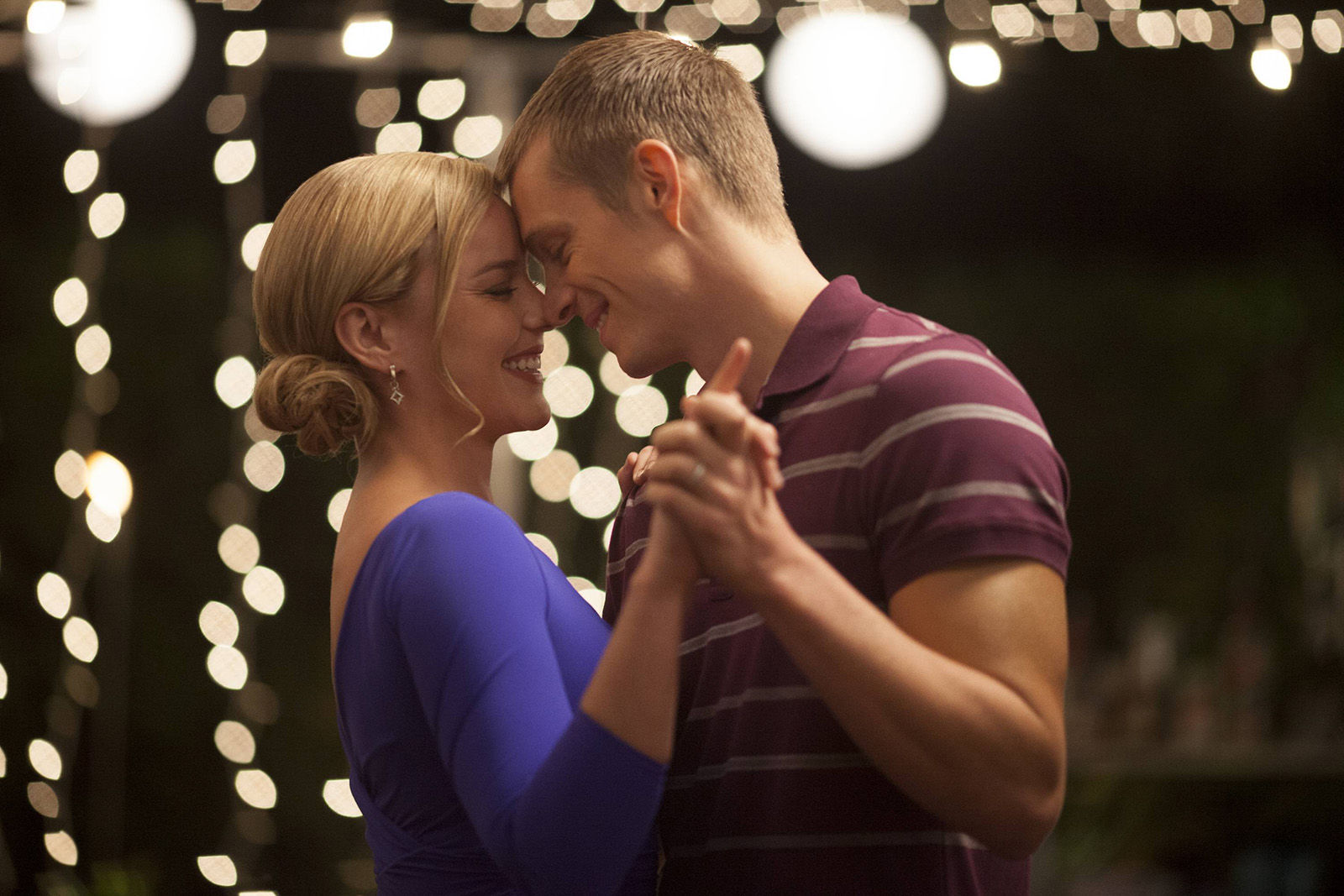 Joel Kinnaman Abbie Cornish Dancing RoboCop Joel Kinnaman and Abbie Cornish Dancing in RoboCop