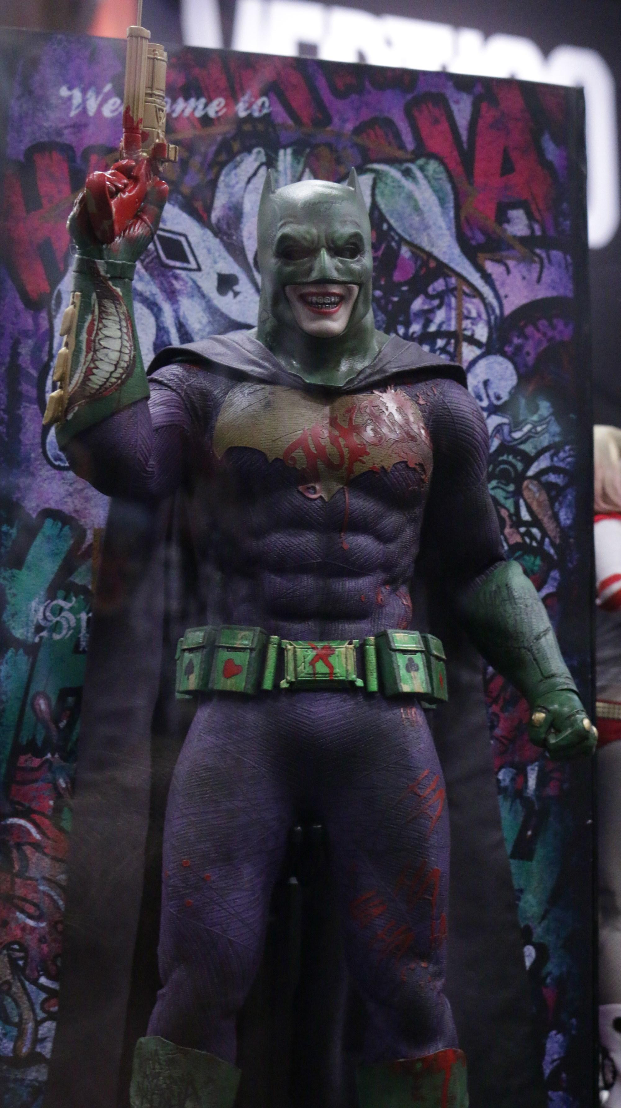 suicide squad collectible hints at batman joker spoiler updated. Black Bedroom Furniture Sets. Home Design Ideas