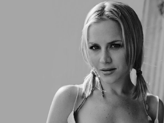 Julie Benz Dexter Star Joins Desperate Houswives; Southland Star Joins True Blood