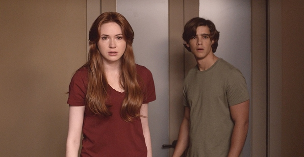 Karen Gillan and Brenton Thwaites in Oculus 2014 Oculus Review
