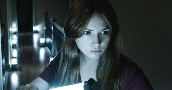 Karen gillan stars in creepy trailer poster for horror for Sedia horror