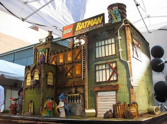 LEGO Batman Cake2 570x424 SR Geek Picks: Comic Con Recap, Avengers 2 Fan Poster, Flash Trailer & More