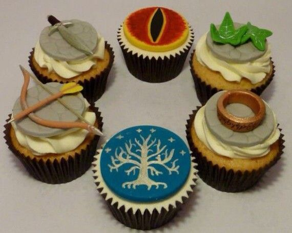 LOTR Cupcakes 570x455 SR Geek Picks: 8 Bit Looper, Life Size LEGO Iron Man, Dark Knight Meets Avengers & More