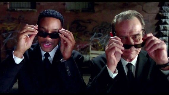 MIB3017 570x320 Agents J and K arrive on the scene in Men in Black 3