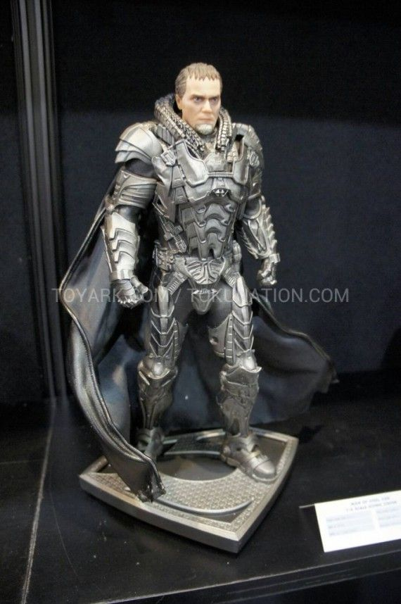 Man of Steel Zod Statue Armor 570x858 Man of Steel Zod Statue Armor