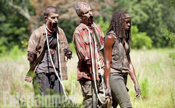 Michonne with pet zombies in The Walking Dead season 4B 570x353 Michonne with pet zombies in The Walking Dead season 4B