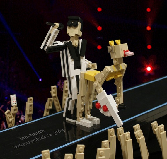 Miley Cyrus And Robin Thicke's VMA Performance In Lego 570x543 SR Geek Picks: School of Rock 10 Year Reunion, LEGO Miley Cyrus, Dark Knight Rises/Notebook Mashup & More