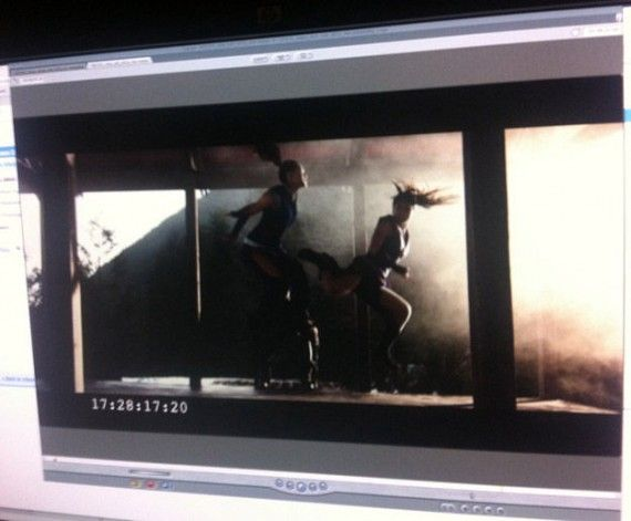 Mortal Kombat Girl Fight 570x471 First Image of Baraka in Mortal Kombat Web Series? [Updated]
