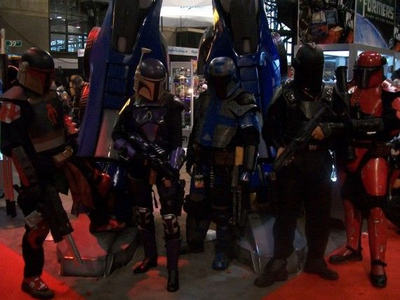 NYCC 2011 Cosplay Boba Fett Group 570x427 NYCC 2011 Cosplay   Boba Fett Group