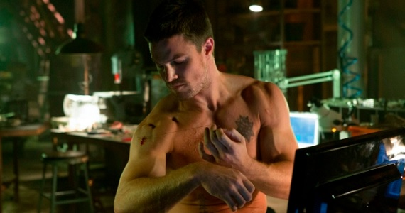 Oliver Queen DIY First Aid in Arrow Arrow Season 2 Premiere Date Revealed