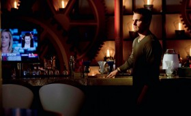 Oliver Quinn in a Bar in Arrow Season 2 280x170 Arrow Season 2 Premiere Images & Synopsis: Oliver vs. the Hostile Takeover