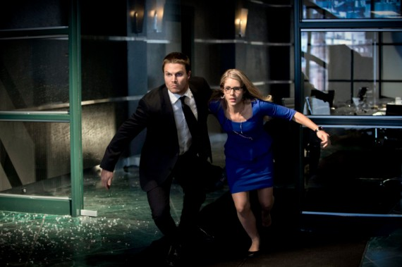 Oliver and Felicia in Action in Arrow Season 2 570x379 Oliver and Felicity in Action in Arrow Season 2