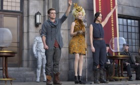 Peeta Mellark Josh Hutcherson left Effie Trinket Elizabeth Banks center and Jennifer Lawrence Katniss Everdeen right 280x170 Catching Fire Interview: Elizabeth Banks Talks Hunger Games Franchise & New Director